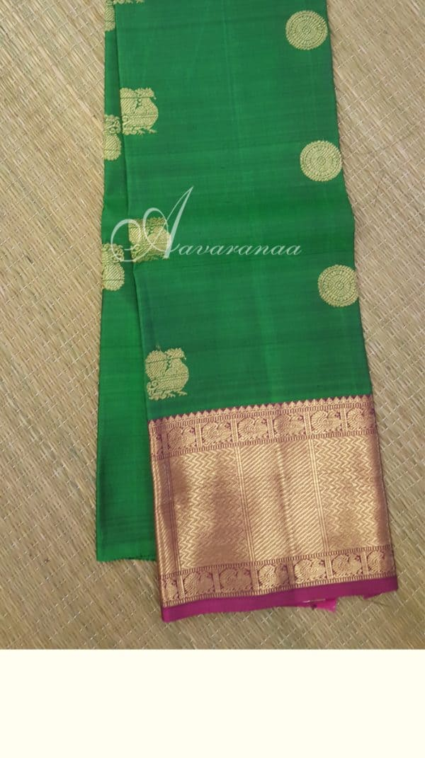 Green kanchi silk blouse with small border-0