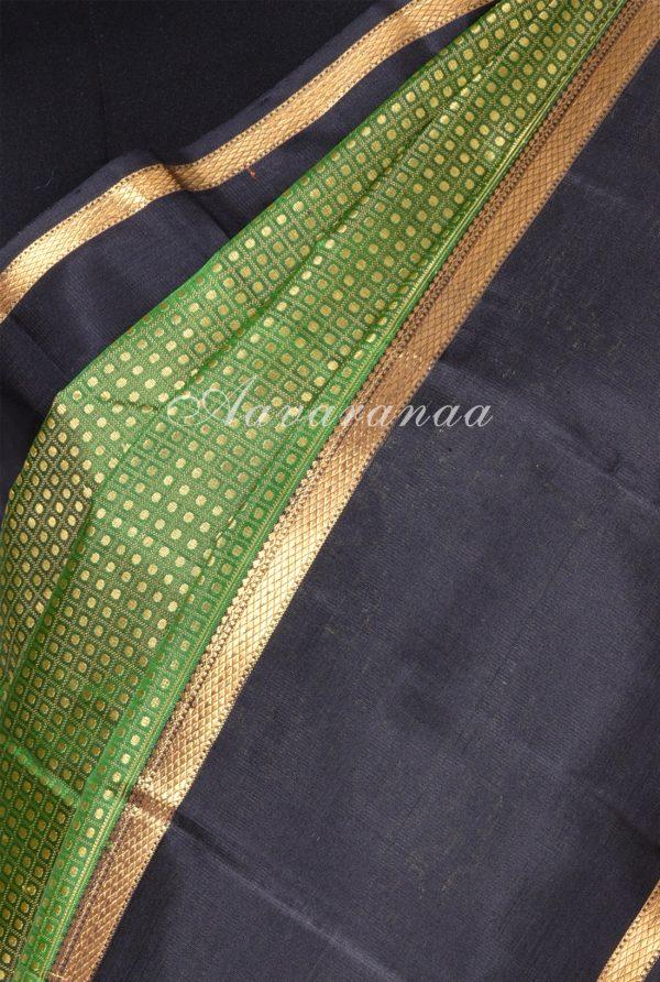 Green thread woven kanchipuram silk saree -17350