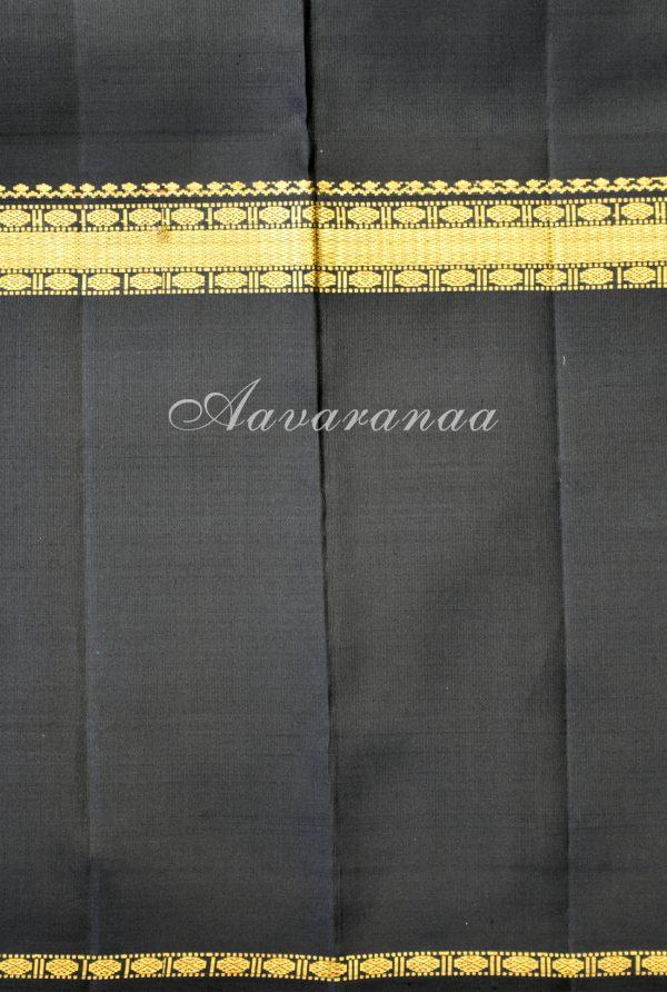 Black and gold kancheepuram silk saree with rettai pettu border-18598