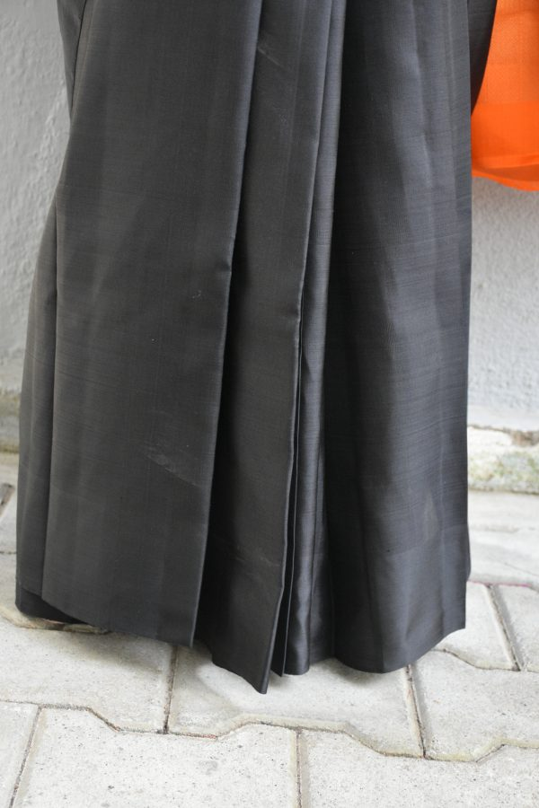 Black plain kancheepuram silk saree with orange zari woven pallu (2)