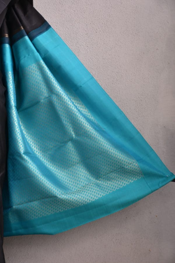 Black plain kanchi silk saree with teal rich pallu 4