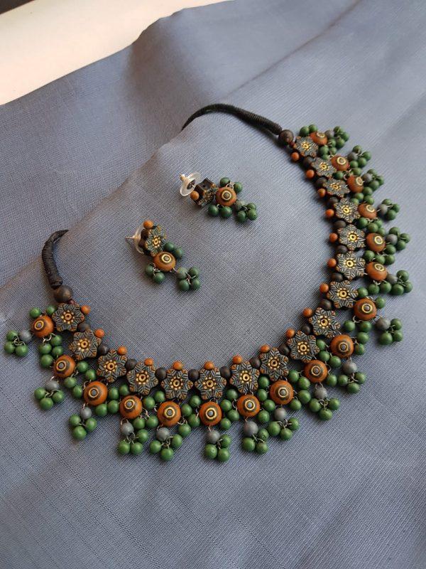 Green terracotta beads chain