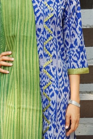 Blue ikat kurta with green kota dupatta detail