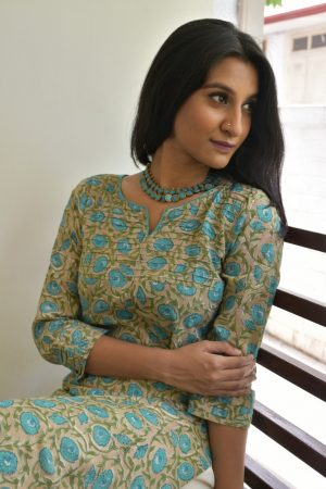 Beige printed cotton kurta with blue flowers 2
