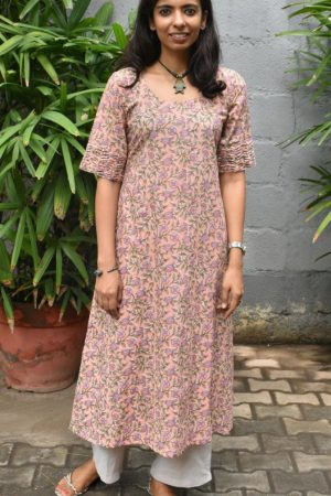 Peach printed cotton kurta with lilac flowers 1