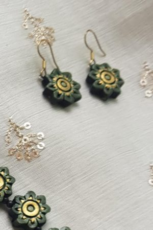 Green terracotta flower necklace 1