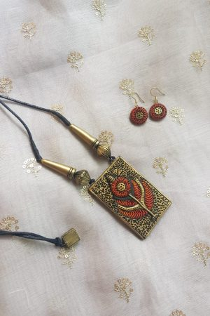 red and gold small terracotta set