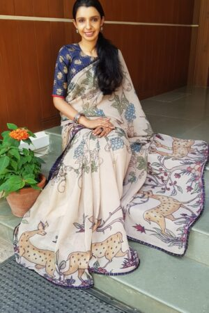 Beige chiffon kalamkari saree with navy blue kanchipuram pleats border 1