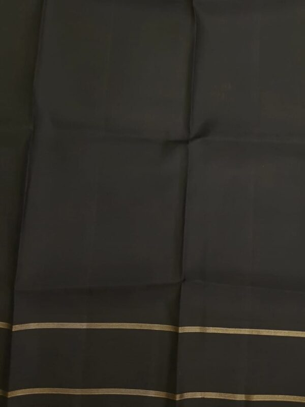 Black silk saree with mayil chakram motifs body