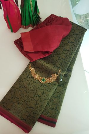 deep green kora kanchipuram saree with maroon border