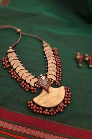 Terracotta neck piece in gold and maroon