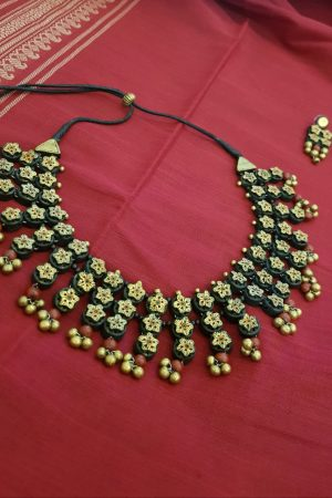 Terracotta necklace in gold