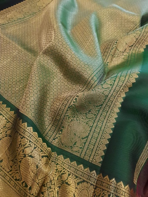 Arakku red kanchipuram silk saree with mayil chakram2