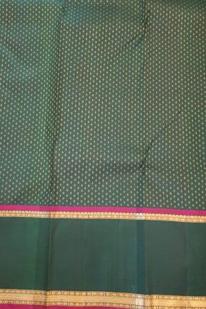 Green kanchipuram silk saree with korvai border4Green kanchipuram silk saree with korvai border4
