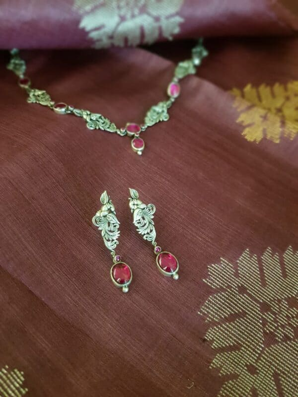 Silver chain with pink stones1