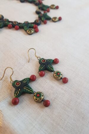 Green and red terracotta necklace1