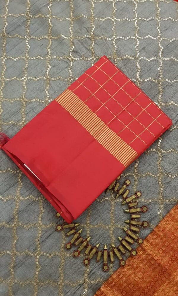 Red kanchipuram dupatta with zari checks