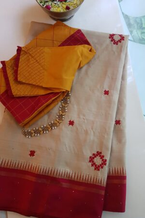 beige and red kutch work1