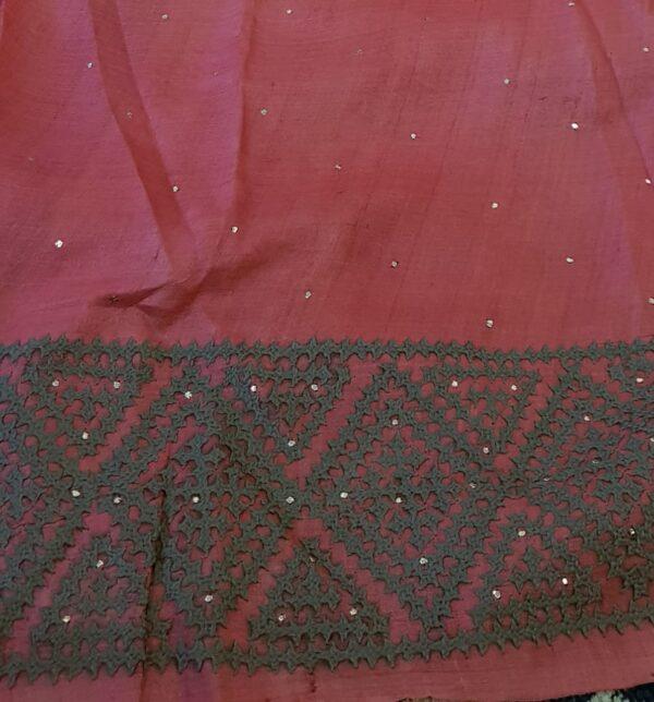 grey tussar saree with kutch work3