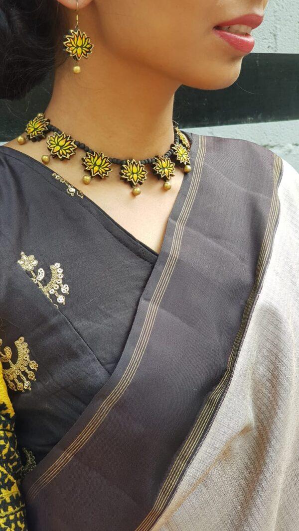 grey with black border kanchi silk saree4