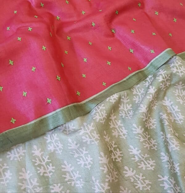 red and green half half tussar saree with kutch work3