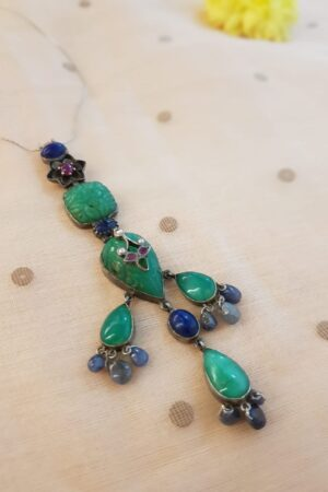 thin chain with green long pendant1