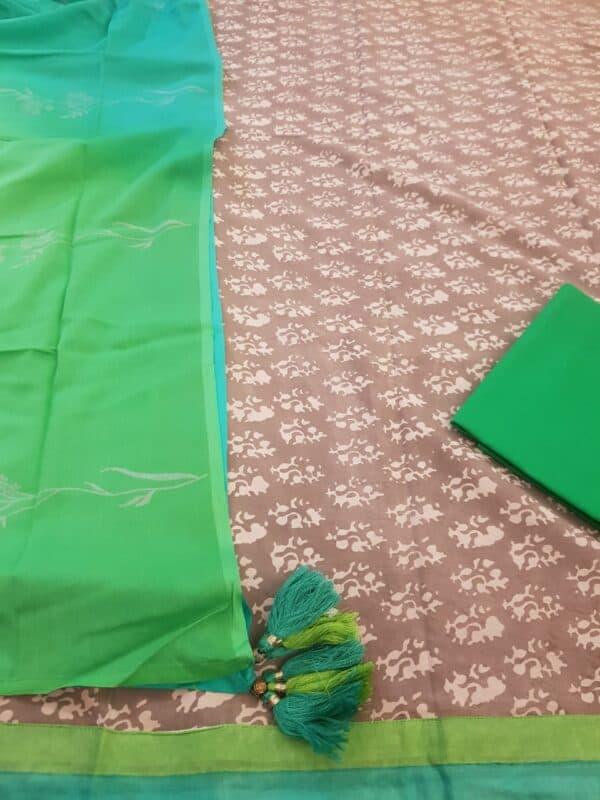 grey dhabu with green bottom