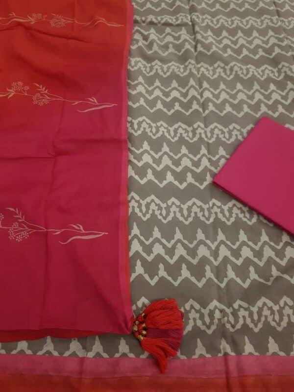 grey dhabu with pink bottom