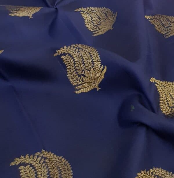 navy blue kanchipuram silk saree with pink pallu3