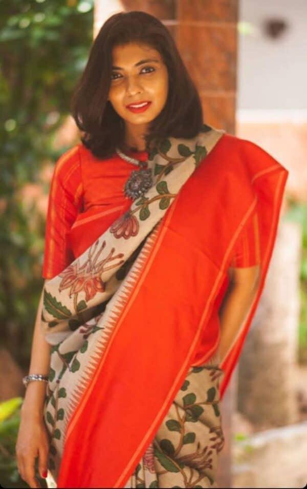 Aavaranaa exclusive red border korvai kalamkari saree