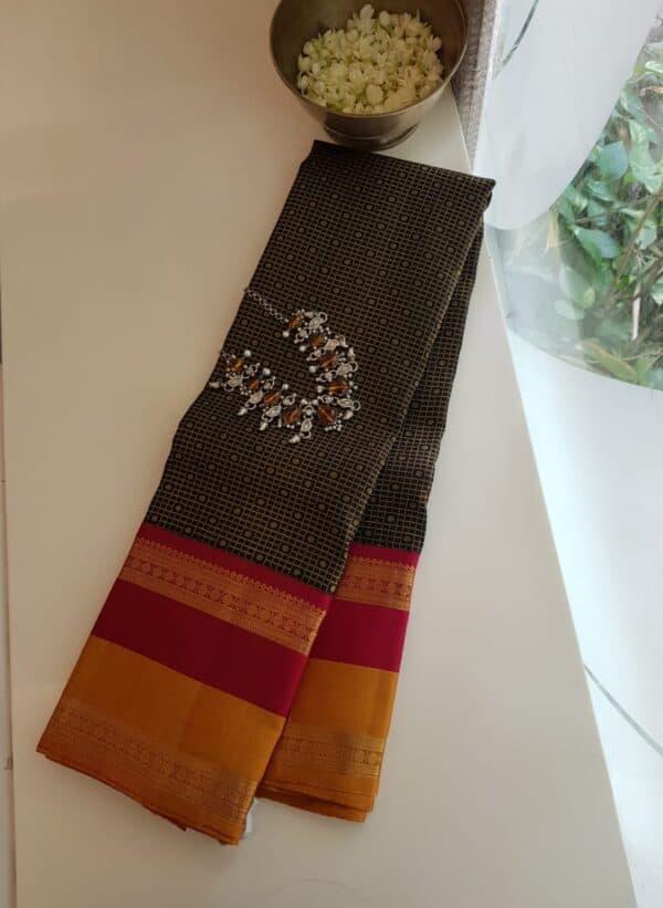 black korvai silk saree with 2 tone border4