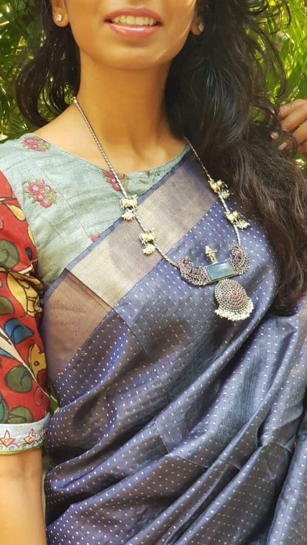 hasli with pendant