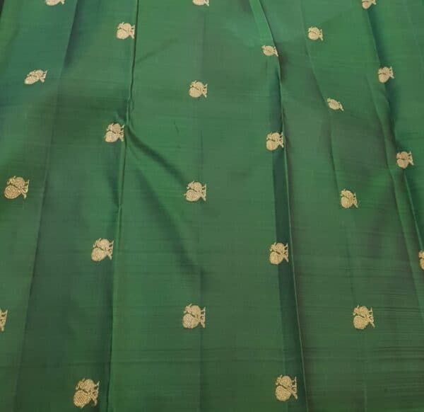 pink an dbottle green shoulder silk saree4