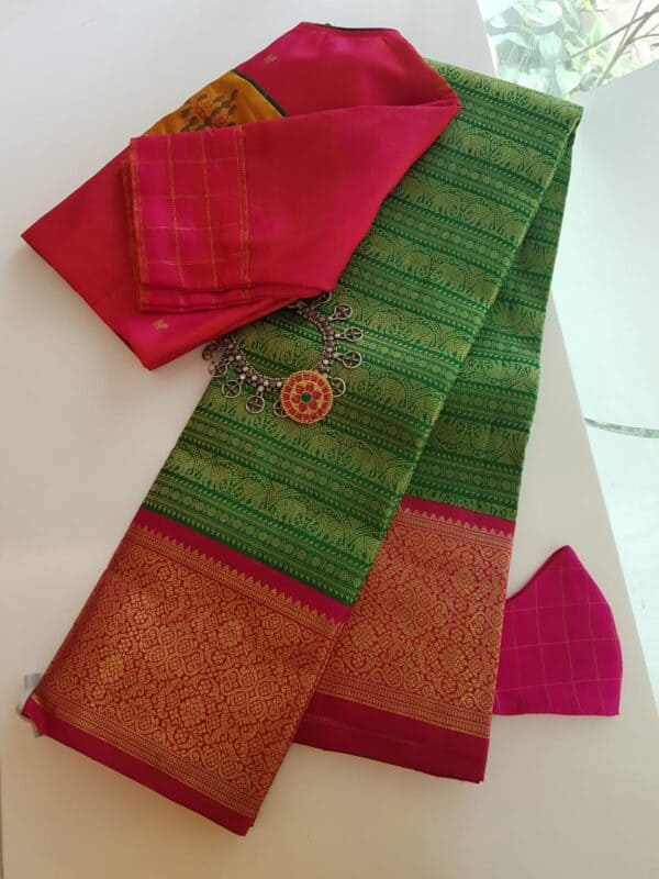 green with pink border