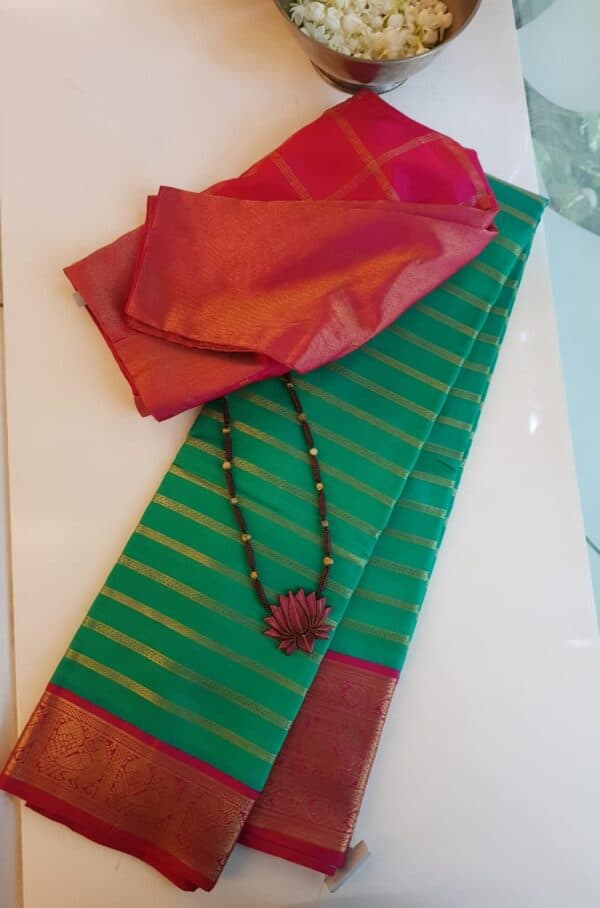 saphire green with red border
