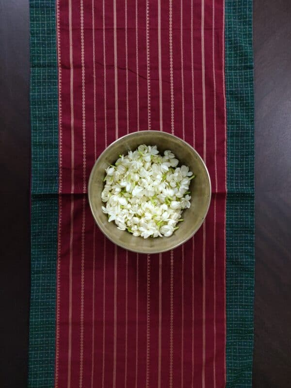 Arakku table runner with lines in cotton 1