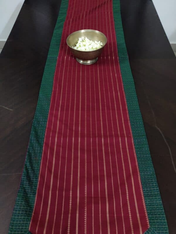 Arakku table runner with lines in cotton 12