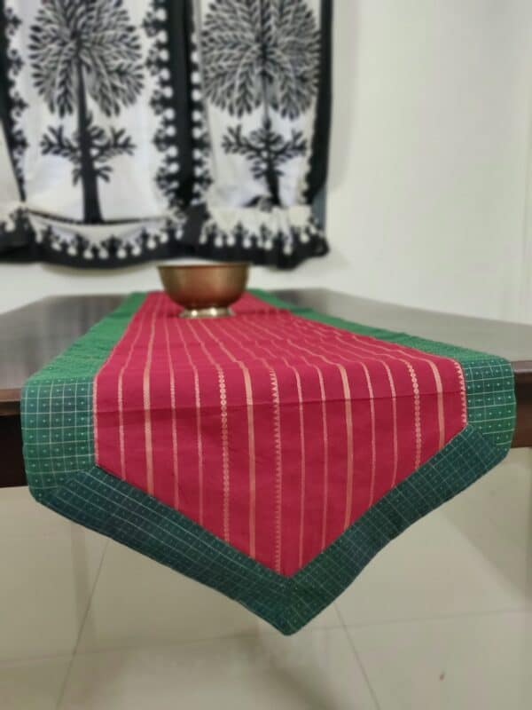 Arakku table runner with lines in cotton